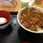 和の正統派カレーすき屋「カレー南蛮牛丼」試食レビュー