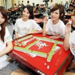 中国では美しい女性もマージャンを楽しむと話題に