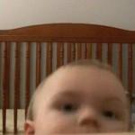 証拠隠滅も忘れない!可愛すぎる赤ちゃんの脱出劇に騒然。