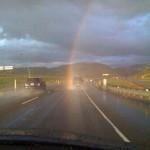 まさに『神降臨』偶然捉えられた貴重な虹接近写真