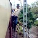 インドで発明された新感覚の電車アトラクションが恐ろし過ぎると話題に