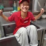 【炎上】ピザーラ店員がシンクや冷蔵庫に入るバイトテロが発生!