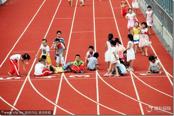 中国のとある小学校の運動場があまりに「クリエイティブ」過ぎると話題に 09f7a378 thumb2