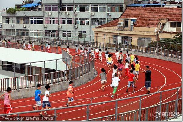 中国のとある小学校の運動場があまりに「クリエイティブ」過ぎると話題に 444b2ad0 thumb