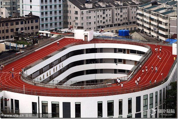 中国のとある小学校の運動場があまりに「クリエイティブ」過ぎると話題に 4ec51a27 thumb