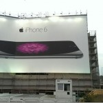 ベルリンにある「iPhone6」の広告があまりに自虐的過ぎると話題に