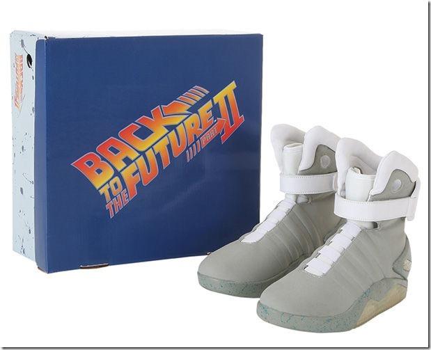 「バック・トゥ・ザ・フューチャー2」のあの靴が格安で販売することが判明! 49d90ffb thumb