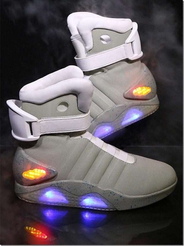 「バック・トゥ・ザ・フューチャー2」のあの靴が格安で販売することが判明! 8a38e034 thumb