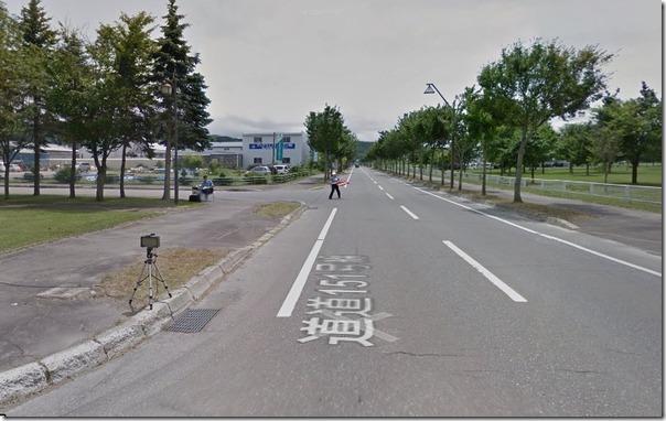 【悲報】Googleストリートビューカーが警察に誘導される様子がストリートビューに掲載される d2c56705 s thumb