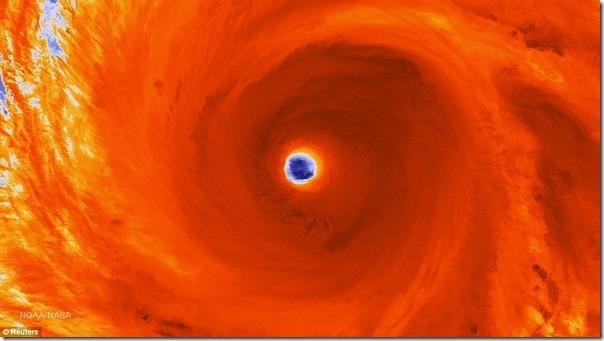 かつてないほど巨大な「スーパー台風」4号の姿が物凄いと話題に b005df11 s thumb