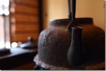 南部鉄器の鉄瓶でお茶を飲むと健康になる理由とは?テマノビで紹介!